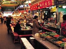 Eat at Gwangjang Market