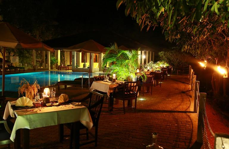Swimming pool & restaurant, Lake Lodge Kandalama