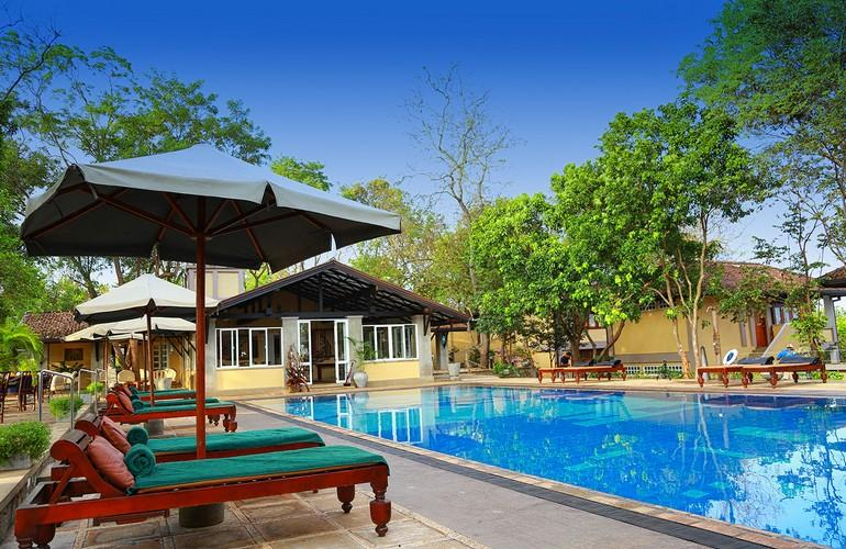 Swimming pool, Lake Lodge Kandalama