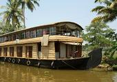 Cruise through the Keralan Backwaters