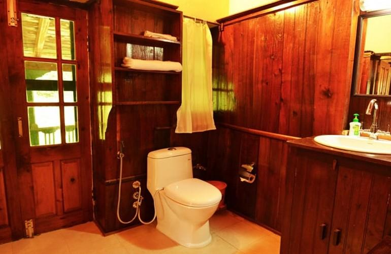 Bathroom, Fredy's Bungalow