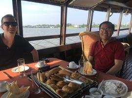 Breakfast cruise to Cai Rang floating market