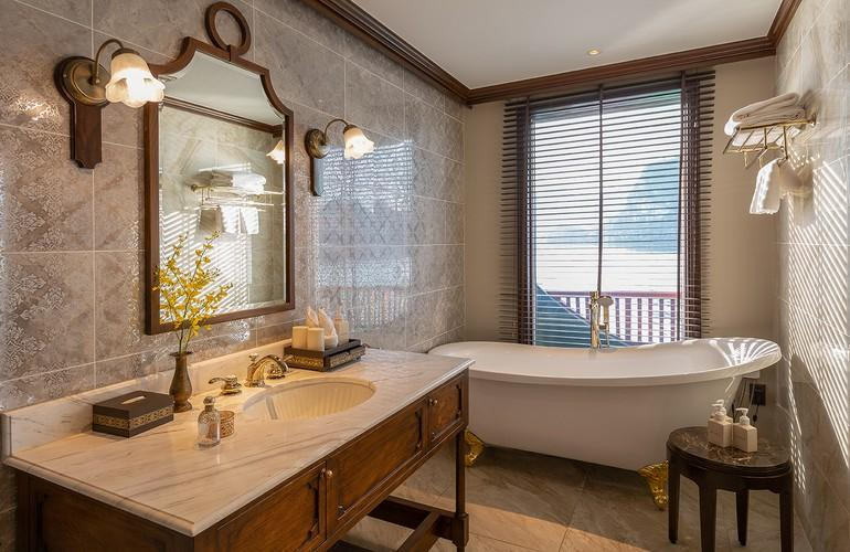 Signature Suite Bathroom, Ylang